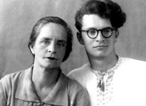 Арвед Люц с мамой Ядвигой Ивановной, 1957 год.
