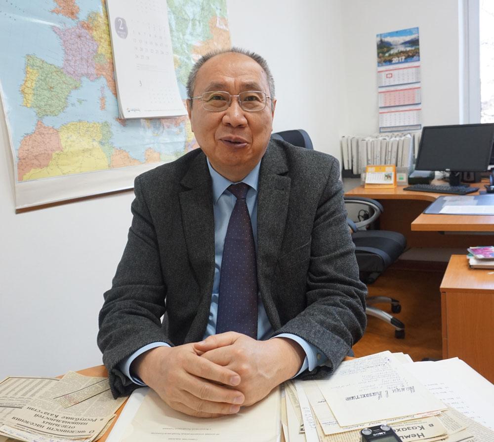Булат Султанов долгие годы работает в сфере международных отношений РК и ФРГ.
