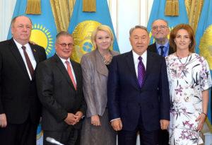 Хайнрих Цертик (крайний слева) в числе международных наблюдателей внеочередных выборов Президента РК.