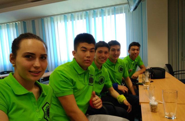 Юные пчеловоды из Казахстана приняли участие в молодежном проекте «Роение».