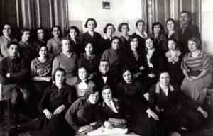 Коллектив детской больницы №3 города Энгельс, 1937 г. Иван Давыдович Ридель в третьем ряду крайний слева.