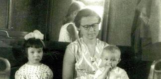 Моя семья в пригородном поезде «Темиртау-Караганда», 1959.