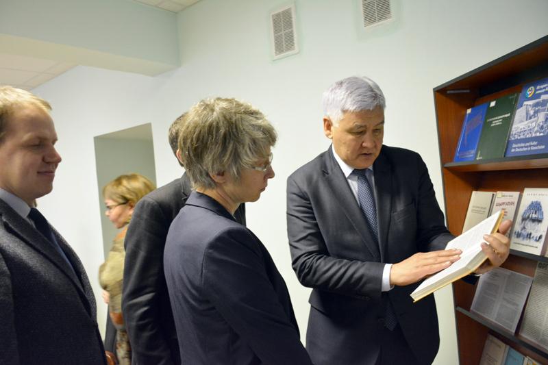 В Архиве Президента РК состоялась встреча с представителями Народного Союза Германии по уходу за военными могилами.
