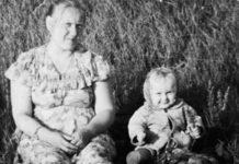 Мама со маленькой Татьяной в степи «Копай-города» («Старого города»).