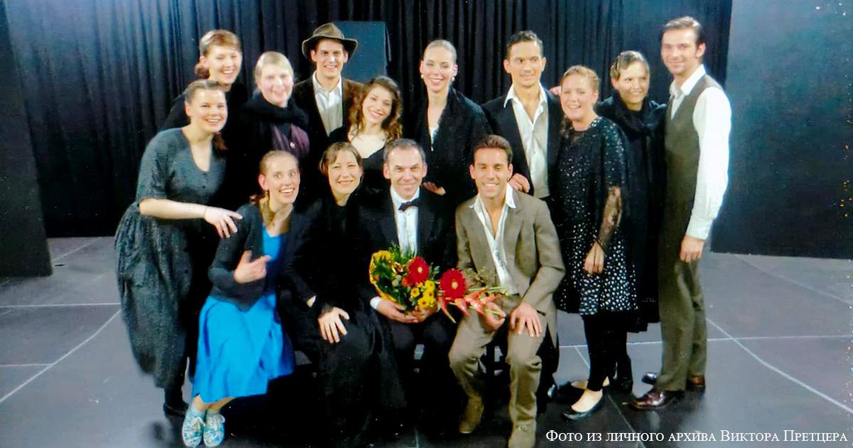 Виктор со студентами на премьере дипломного спектакля Кровавая свадьба по пьессе Гарсиа Лорка