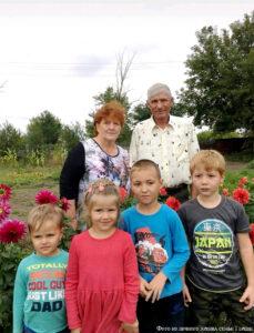 Герцен Николай Данилович и Герцен Ренада Оттовна с внуками