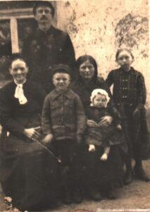 Давид Тиссен с тёщей, супругой Марией и детьми