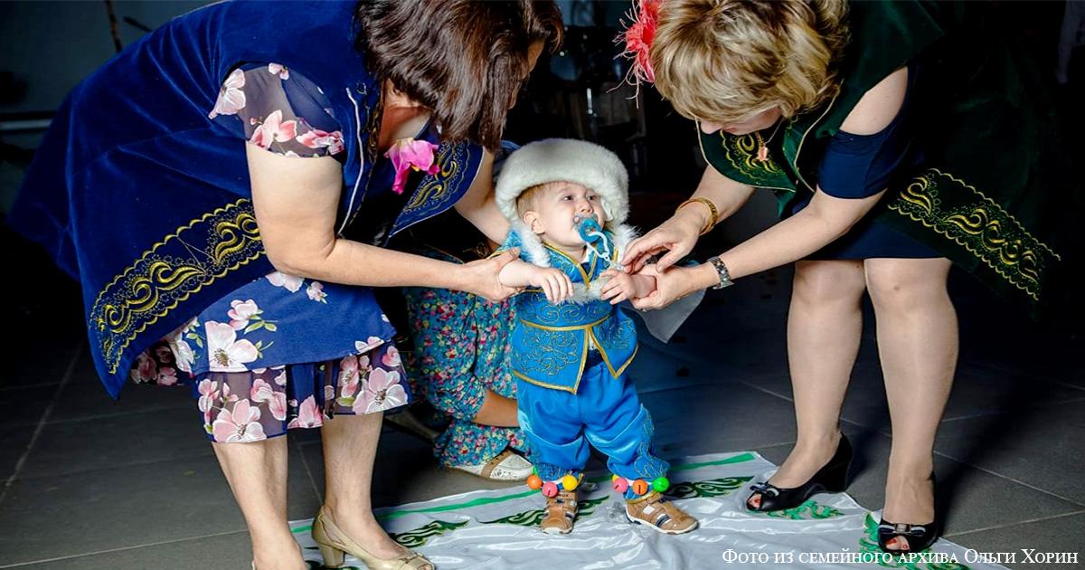Малыш Марк и его первые шаги