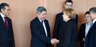 Bundeskanzlerin Merkel empfing den kirgisischen Präsidenten Atambajew in Berlin.