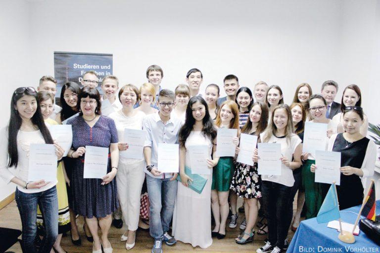 117 Stipendiaten freuen sich auf Deutschland