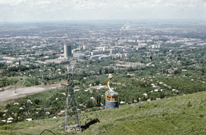 Flache Stadtlandschaft: 1975 gab es in Alma Ata (heute Almaty) nur wenige Wolkenkratzer