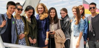 Diesjährige Teilnehmerinnen und Teilnehmer in der Bundestagskuppel. | Foto: Tanja Stoljarowa