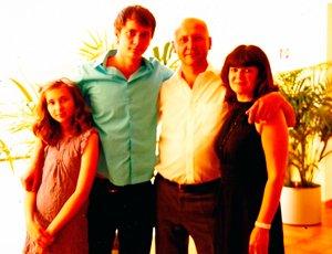 Paul im Kreise seiner Familie heute. | Foto: privat