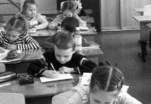 Ein usbekisches Migrationskind besucht die russische Schule.   Foto: Autor