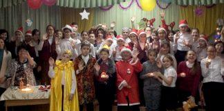 SchülerInnen und LehrerInnen der Schule Nr. 46 in Astana nach ihrem Weihnachtsprogramm. | Foto: Autorin