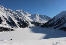 Im Hin und Her verschiedener Mentalitäten finden am großen Almatiner See alle ihren Frieden.