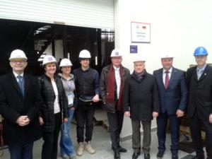 Besuch auf der EXPO-Baustelle: Gemeinsam mit dem deutschen Botschafter Rolf Mafael (links) nimmt die Bundestagsdelegation die Vorbereitungen zum deutschen Pavillon in Augenschein.