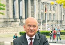 Manfred Grund ist seit über 20 Jahren im Zentralasien-Kontext politisch engagiert.