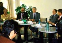 Dr. Hans-Friedrich von Ploetz im Deutschen Haus Almaty. 1996.