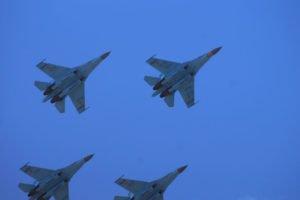 Kampfjets in Rautenformation, zu Beginn ihrer Showeinlage.