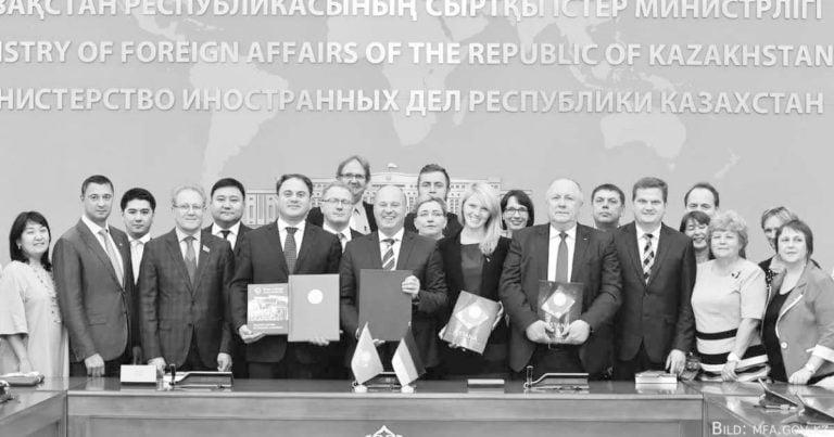 Intensive Beratungen zur Situation der deutschen Sprache in Kasachstan