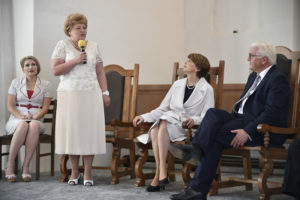 Bundespräsidenten Frank-Walter Steinmeier mit der deutschen Minderheit in Kasachstan in der neu erbauten evangelischen Kirche in Astana