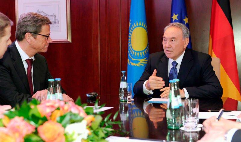 Der kasachische Präsident Nursultan Nasarbajew hat sich in Berlin mit dem deutschen Außenminister Guido Westerwelle getroffen.   Bild: akorda.kz