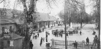 Gemeindeplatz in Helenendorf um 1930.