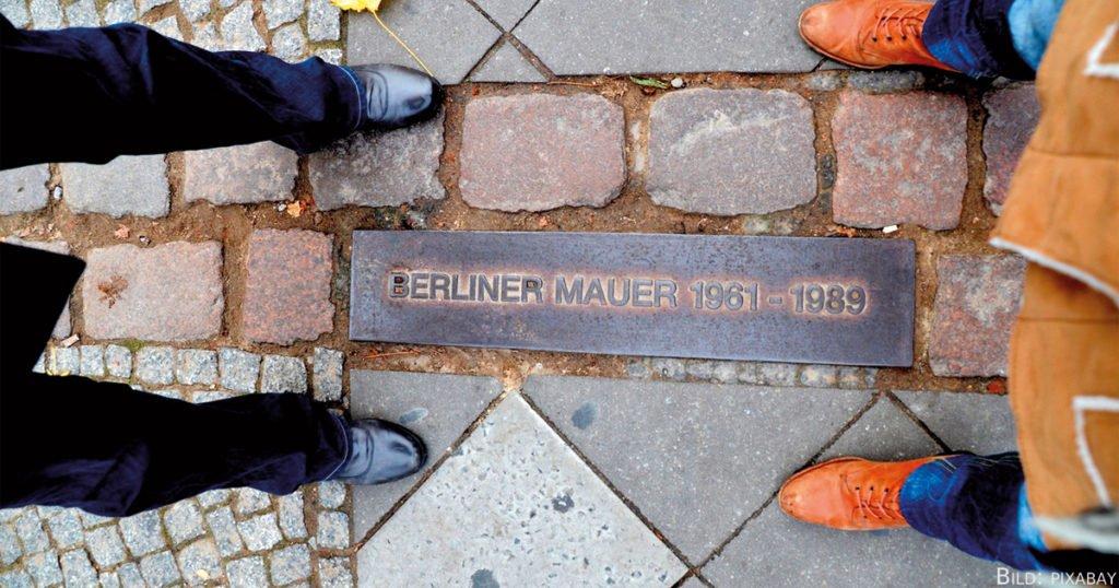 Heute finden sich an vielen Orten Berlins Hinweise auf die gefallene Mauer.