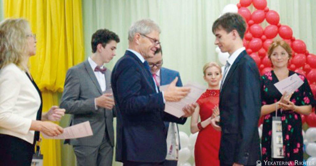 DSD II 2017 – Der deutsche Botschafter Herr Rolf Mafael bei der Diplomübergabe.
