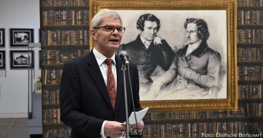 Rolf Mafael bei der Eröffnung der Grimm-Ausstellung