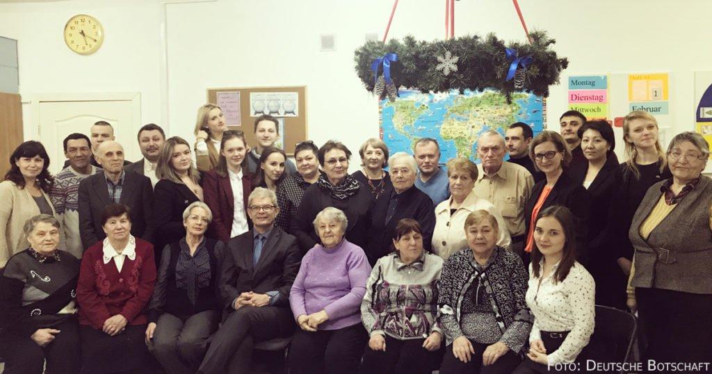Rolf Mafael zu Besuch bei der Deutschen Minderheit in Astana.