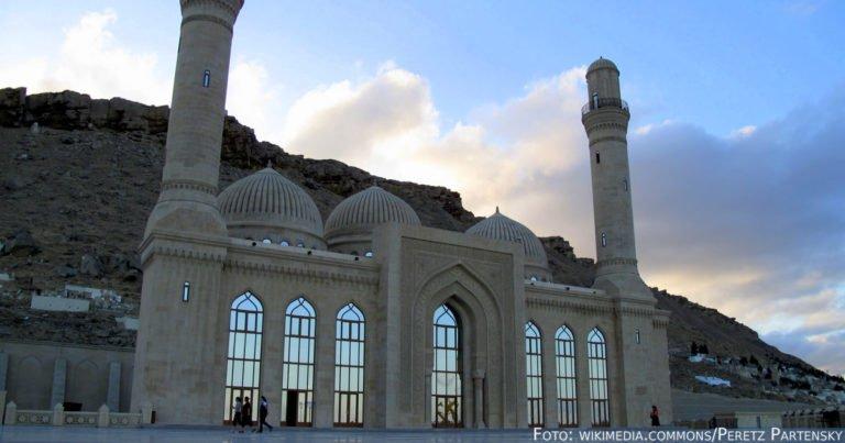 Von schwarz zu grün – Bakus Architekturkaleidoskop