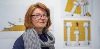Eugenia Jäger, gebürtige Kasachin und selbst Künstlerin hat die Ausstellung kuratiert.