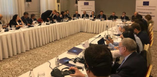 Experten diskutieren im Hotel Kasachstan über eine zukünftige Strategie der EU in Zentralasien.