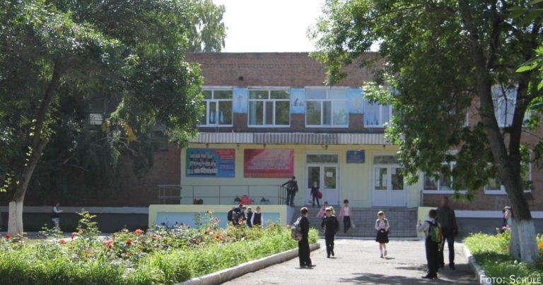 Porträt der Mittelschule №12 der Stadt Öskemen