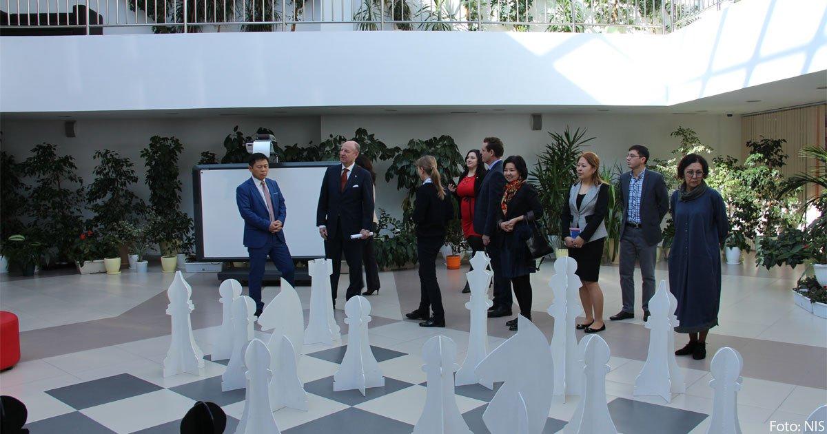 Der deutsche Generalkonsul Jörn Rosenberg zu Besuch in der NIS PMD in Almaty.