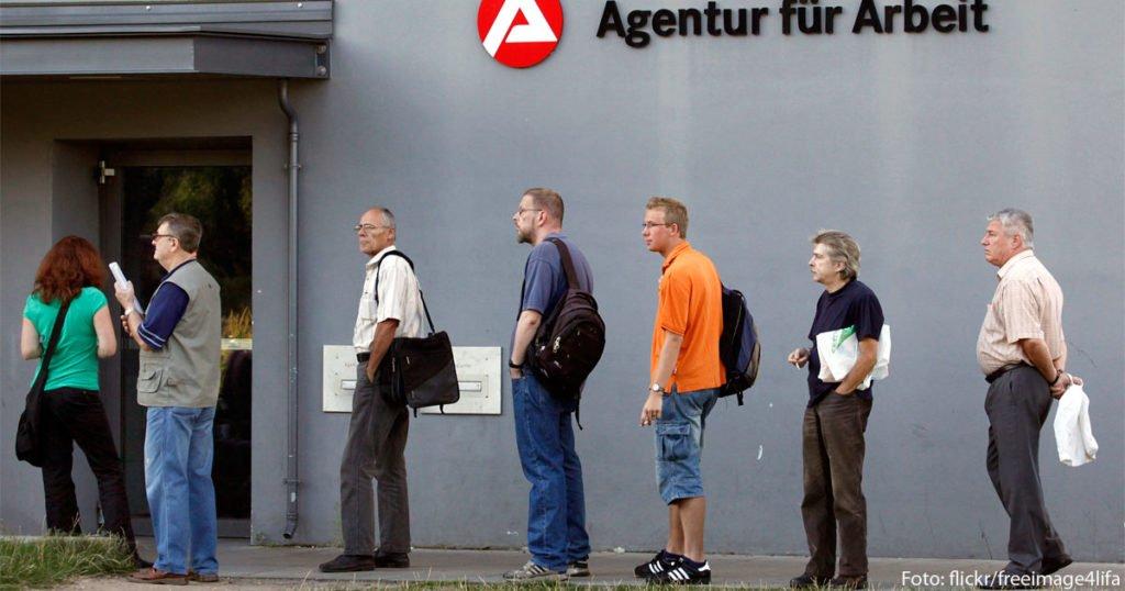 Job verloren? Dann steht in Deutschland erst einmal der Weg ins Arbeitsamt an.