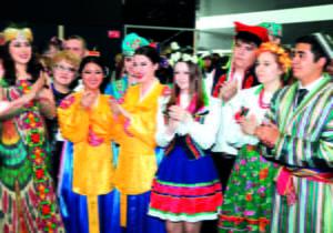 Mehr als 120 verschiedene Nationalitäten leben in Kasachstan.