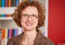 Dr. Beate Eschment beschäftigt sich seit mehr als 20 Jahren wissenschaftlich mit Geschichte und Gegenwart Zentralasiens.