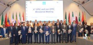 Teilnehmer des 4. Ministertreffens der OPEC- und Nicht-OPEC-Staaten.