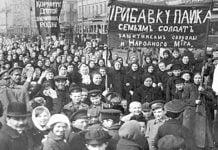 Demonstration am 8. März 1917 in Petrograd.