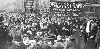 Demonstration am 8. März 1917 in Petrograd.