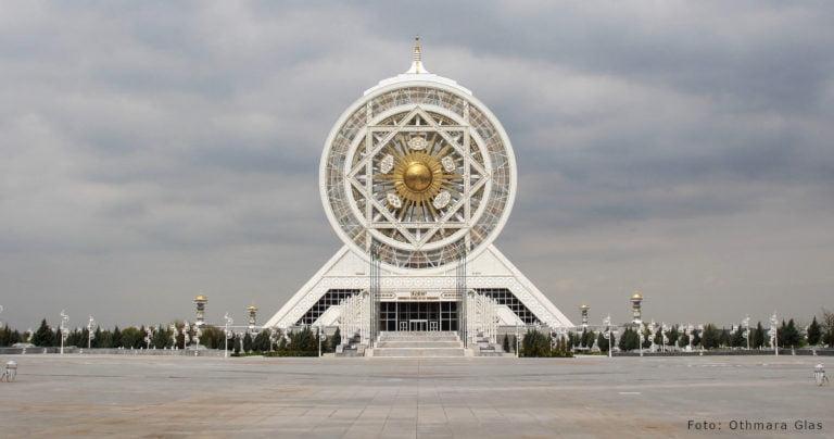 Turkmenistan: Im Land der Numerologie