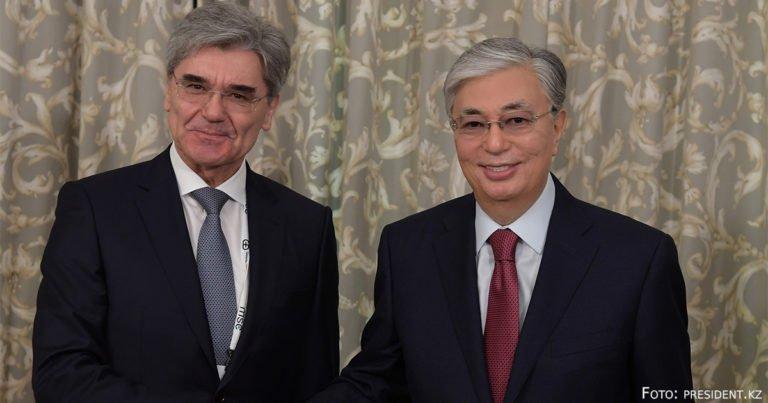 Präsident Tokajew trifft Siemens-Chef Kaeser