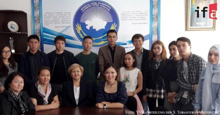 Die Volksversammlung Kasachstans an der Universität