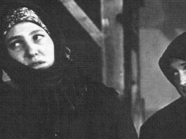 """1 Szene aus der Aufführung """"Menschen und Schicksale"""" mit Maria Warkentin und Lydia Deringer. Foto V. Kramer"""